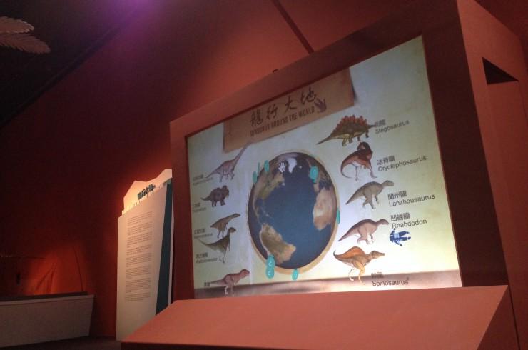 Dinosaurs Around the World_01